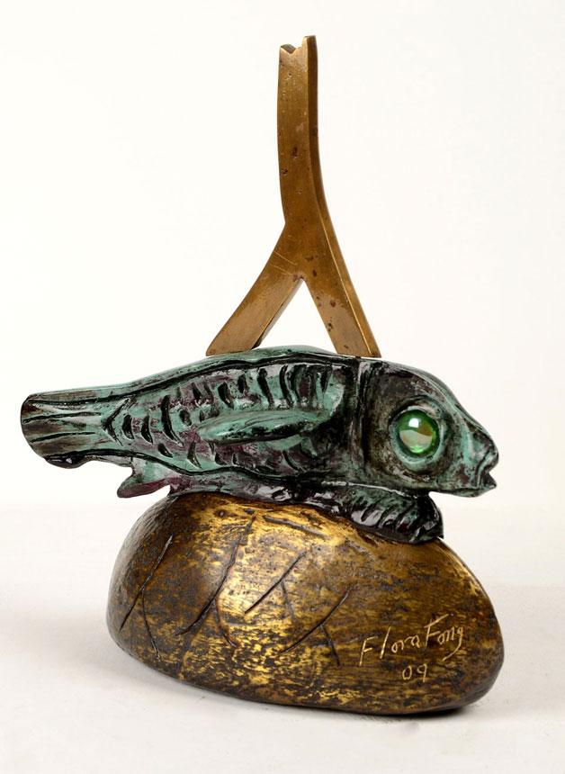 El pez dormido (Sculpture) by Flora Fong